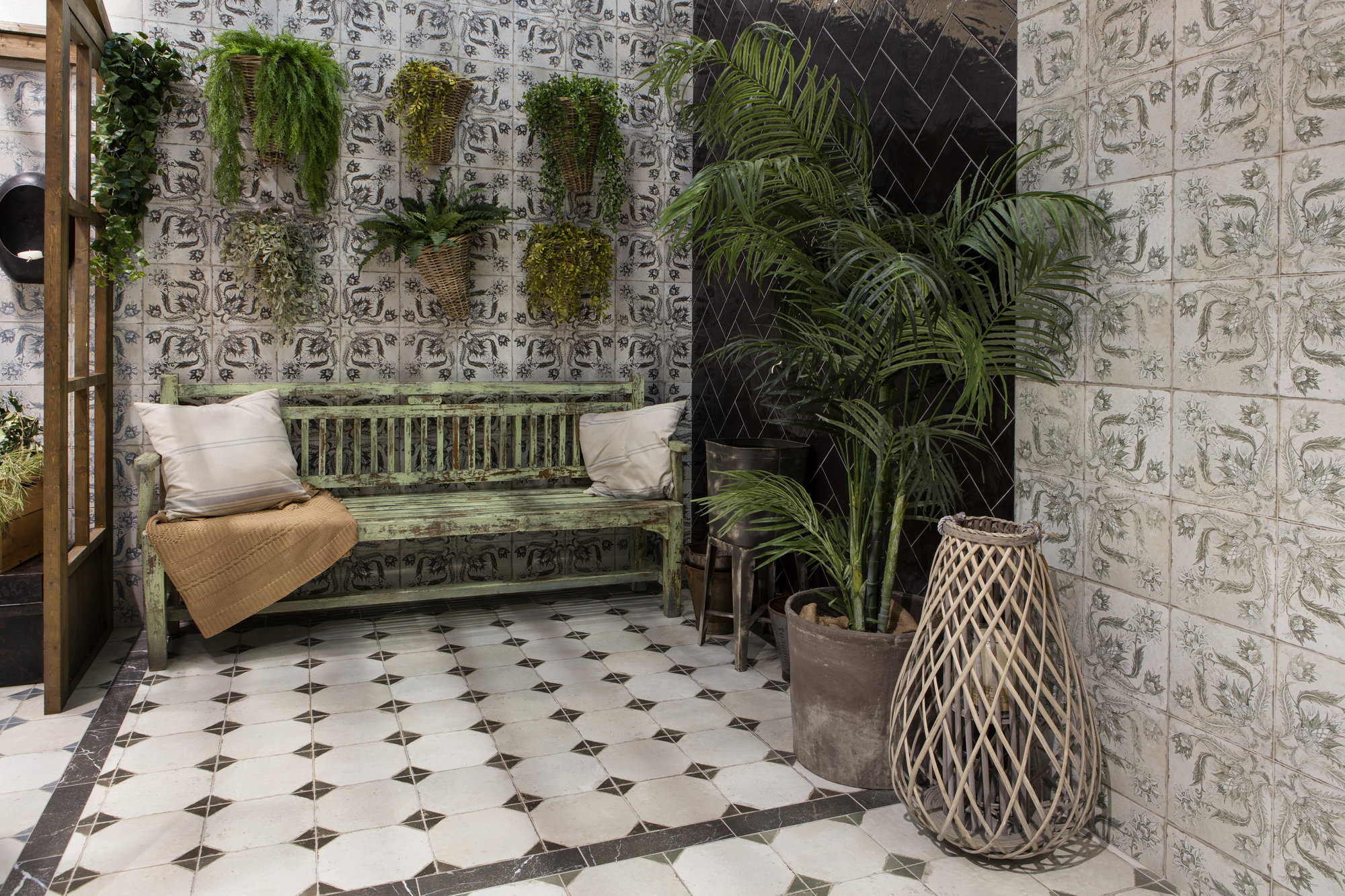 Vintage ceramic tile with geometrical pattern. Deco FS Yard by Decobella South Africa. Perfect for wall and floor applications. Available in black, sage and blue.