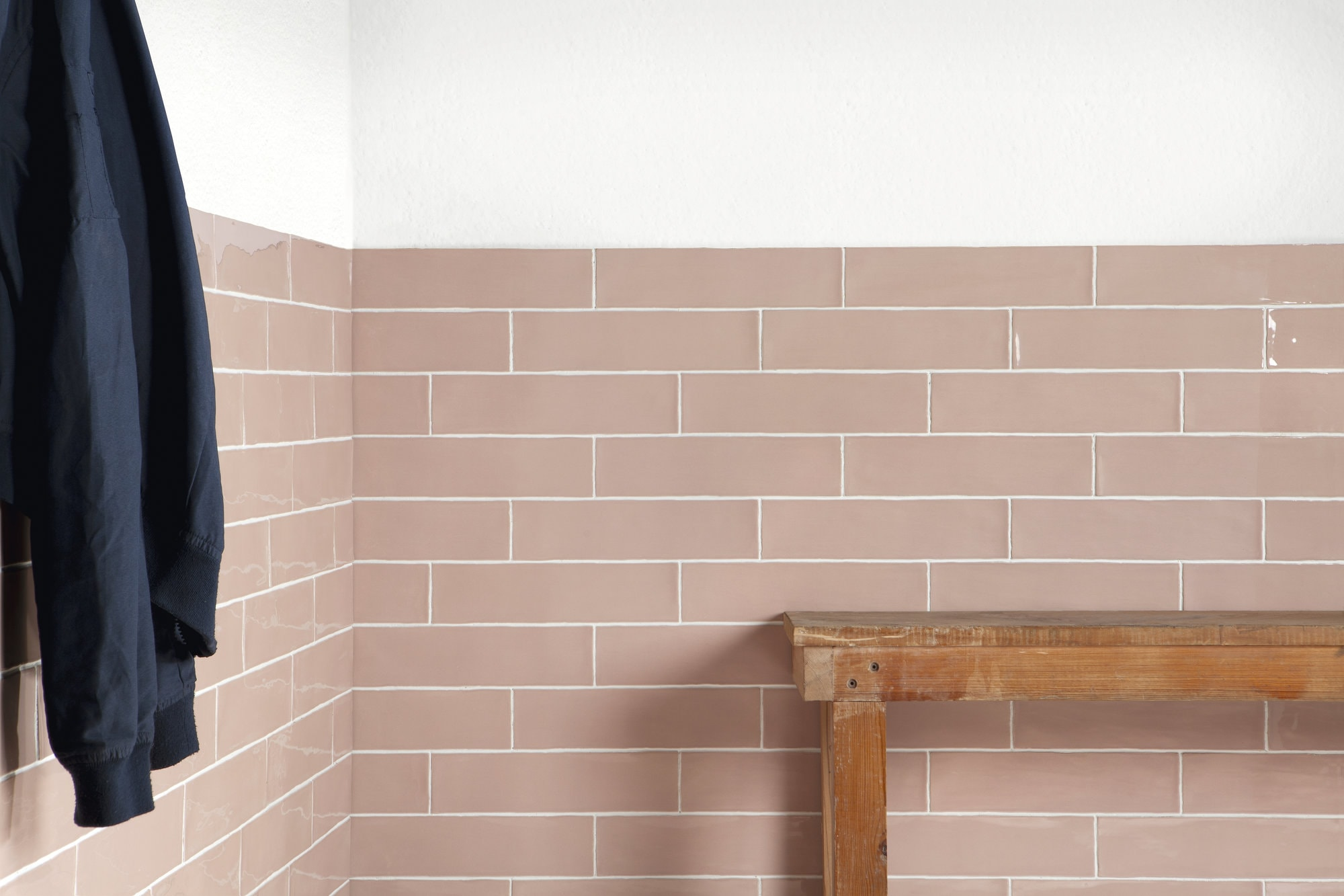 Lifestyle image of the Deco Metro Poitiers pink 7,5x30cm gloss wall tile from Spain.